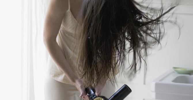Pelo graso: ¿cómo tratarlo para evitar el exceso de oleosidad?