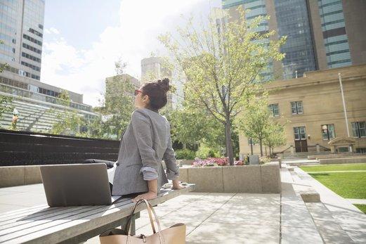 Verano en la ciudad: protegé tu piel en casa y al aire libre
