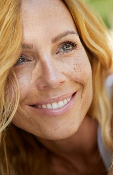 facb677e2 Los parches oscuros y el tono desigual pueden ser uno de los signos más  visibles del envejecimiento, pero se pueden mejorar con un cuidado de la  piel ...
