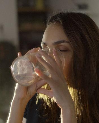 Hábitos saludables: ¿por qué aumentar la hidratación es bueno para tu piel?