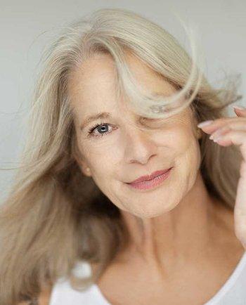 Qué le pasa al cabello durante la menopausia?