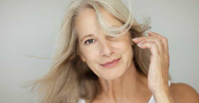 Calores y sofocos en la menopausia: causa, síntomas y tratamiento.