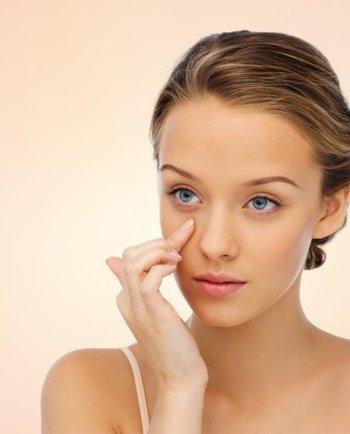 ¿Cuándo se aplica la crema del contorno de ojos?