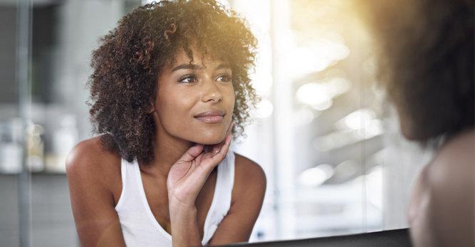 Cómo curar los granos e imperfecciones en las pieles negras